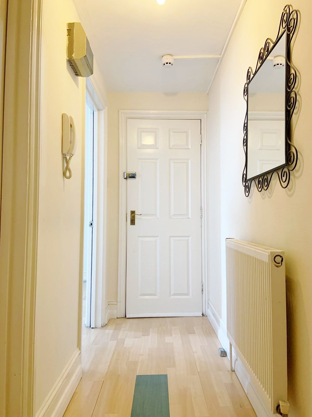 1 bedroom apartment flat/apartment To Let in London - HALLWAY/ENTRANCE