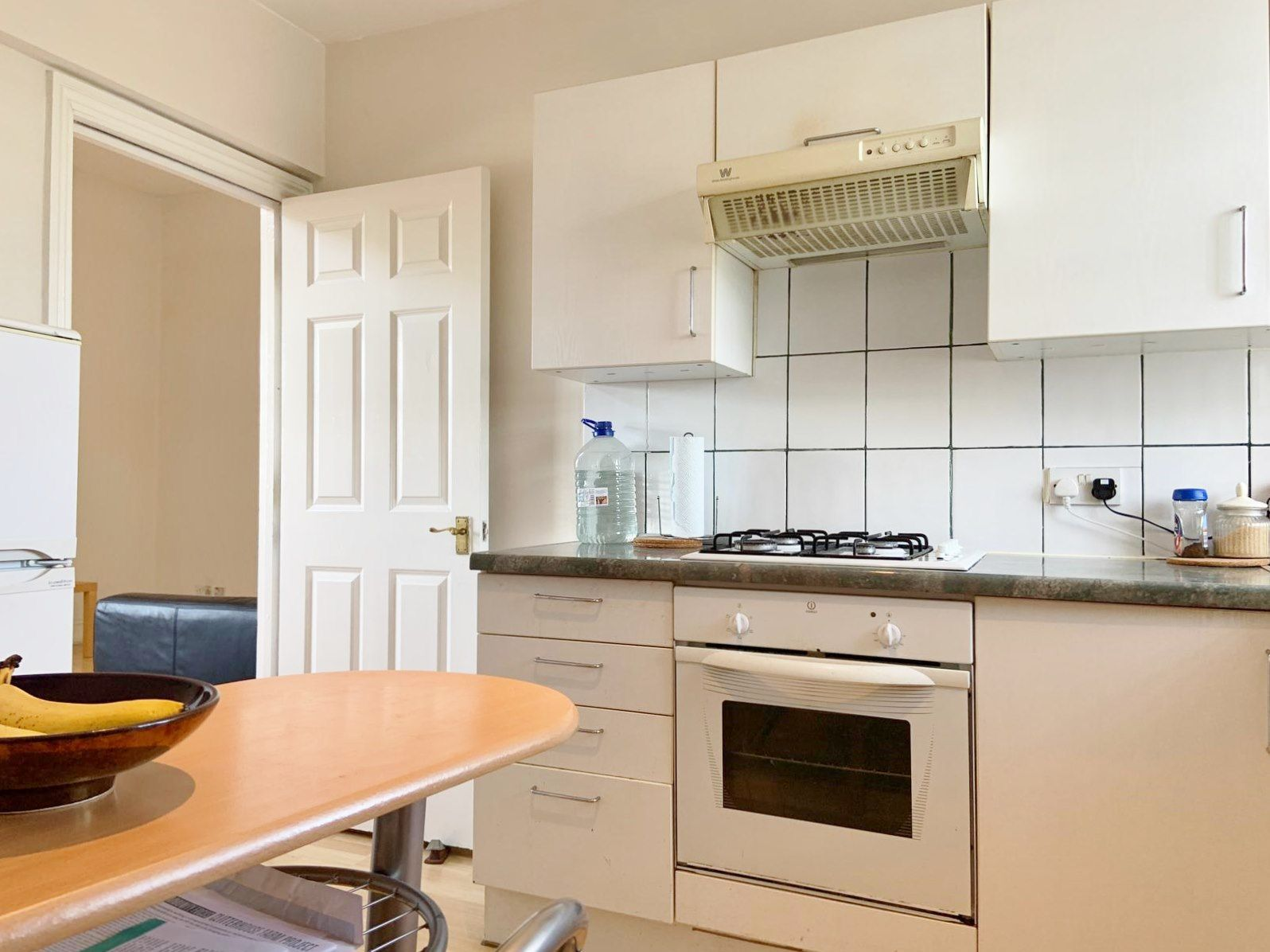 1 bedroom apartment flat/apartment To Let in London - SPACIOUS FITTED KITCHEN