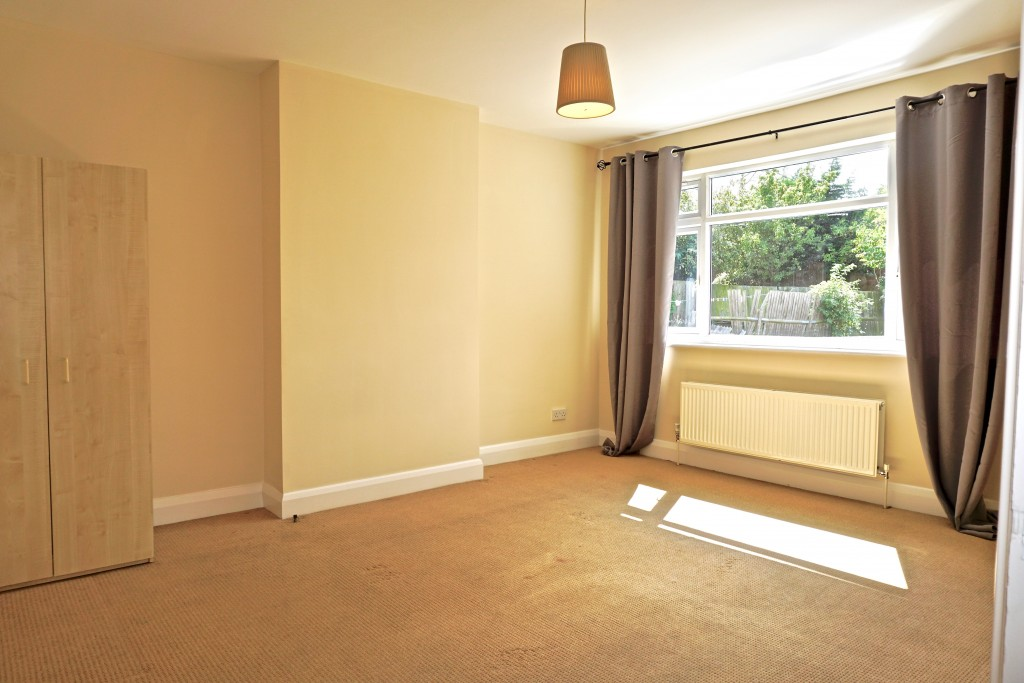 2 bedroom flat flat/apartment Let in Willesden Green - BEDROOM 1 - DOUBLE