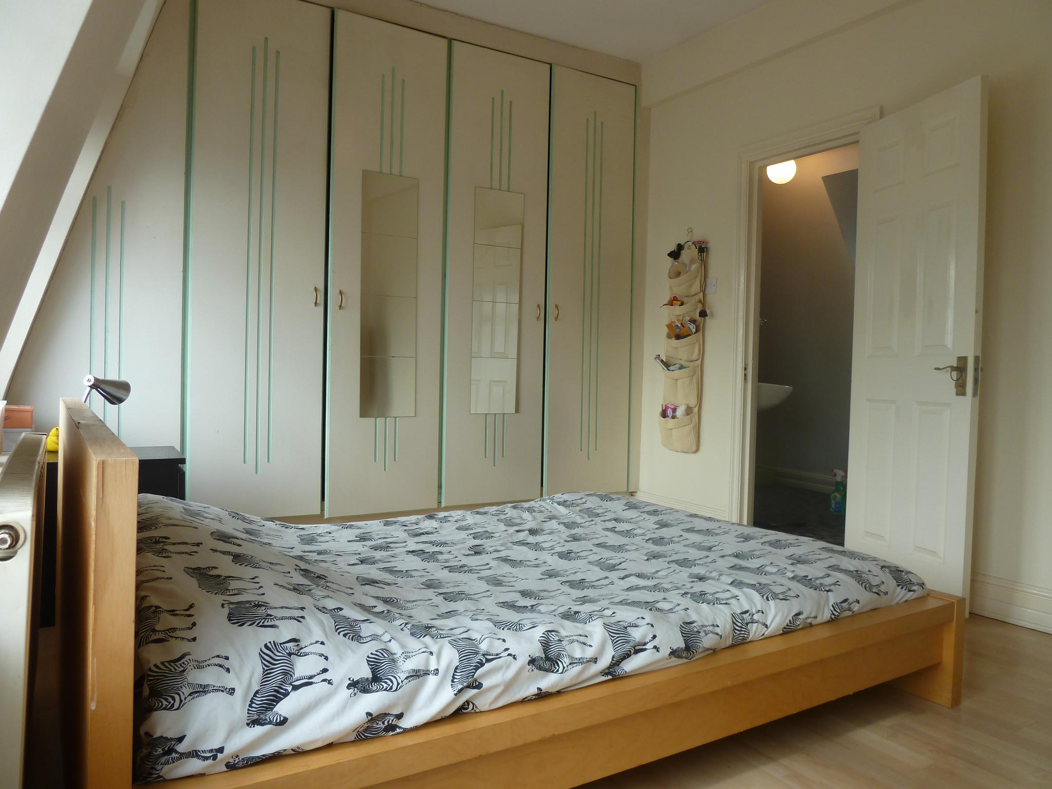 1 bedroom apartment flat/apartment To Let in London - DOUBLE BEDROOM AND FITTED WARDROBES