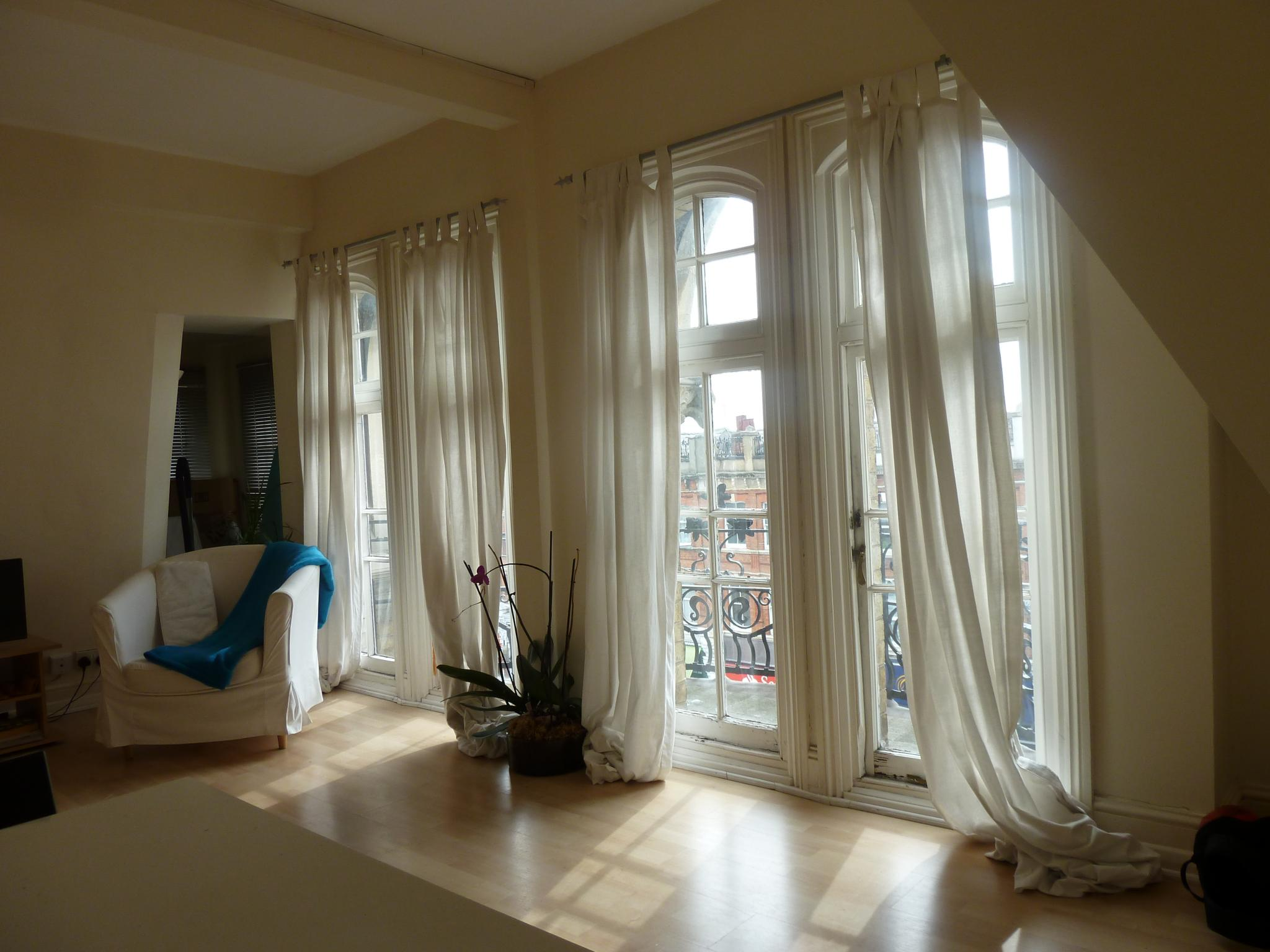 1 bedroom apartment flat/apartment To Let in London - BRIGHT AND SPACIOUS LIVING ROOM