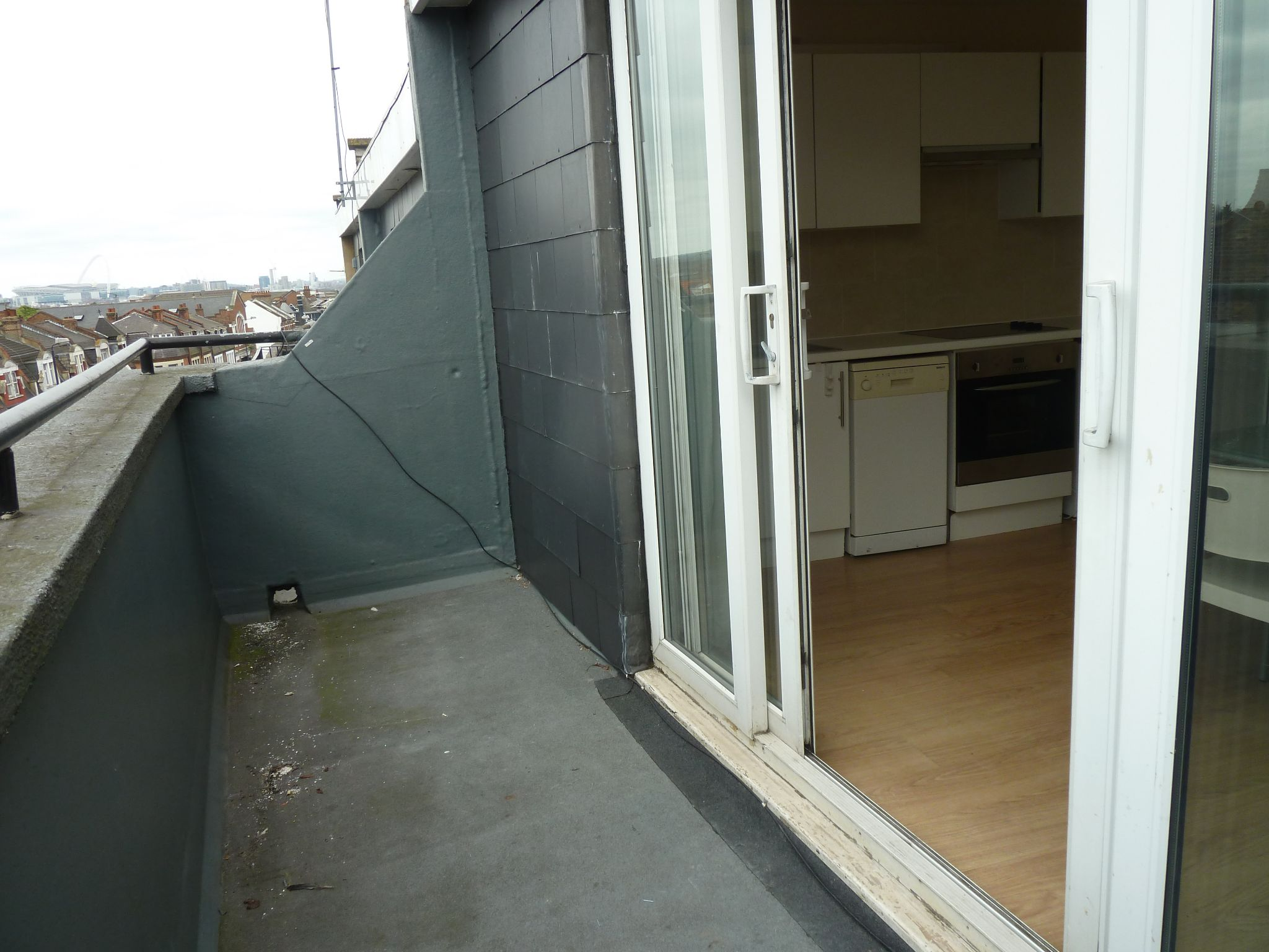 1 bedroom flat flat/apartment Let Agreed in Brent - Balcony