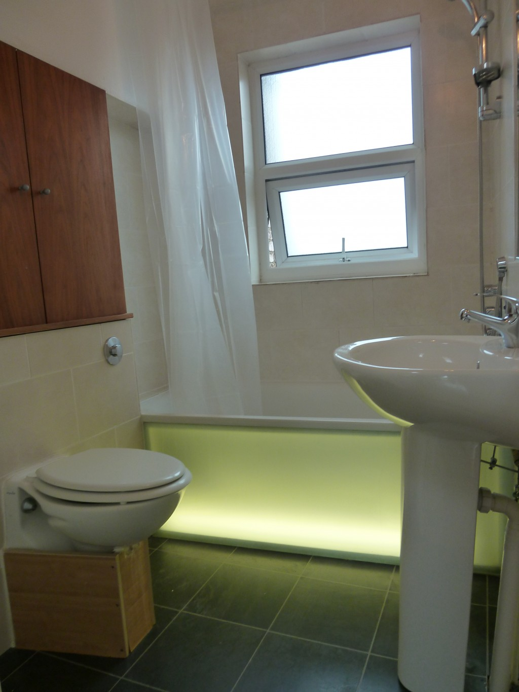 1 bedroom flat flat/apartment To Let in Willesden Green - Three Peice Bathroom Suite