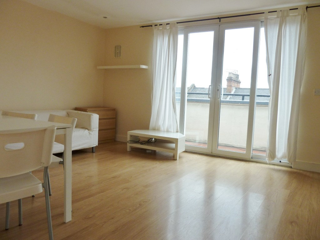 1 bedroom flat flat/apartment To Let in Willesden Green - Laminate flooring throughout