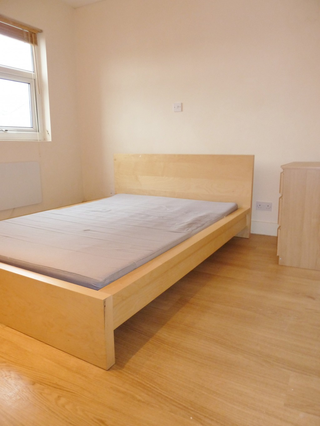 1 bedroom flat flat/apartment To Let in Willesden Green - Bright and Spacious bedroom