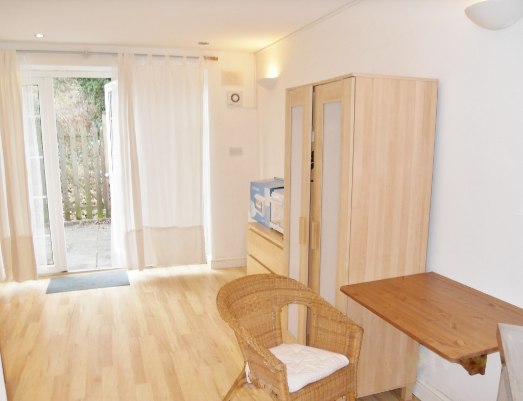 1 bedroom studio flat/apartment To Let in Wembley - FULLY FURNISHED