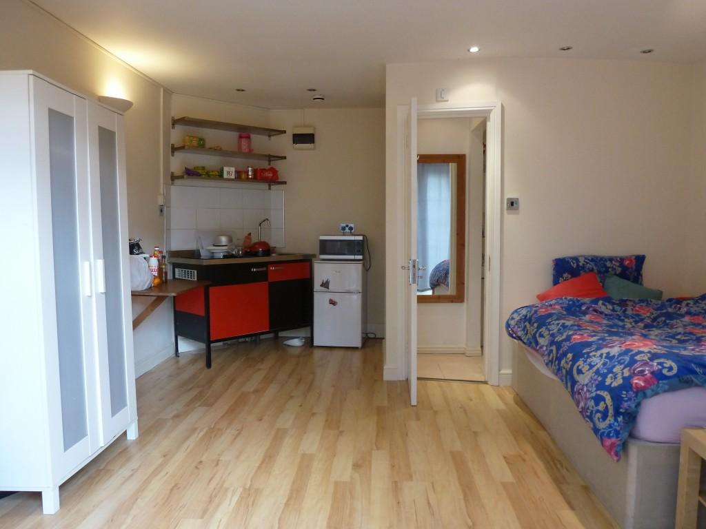 1 bedroom studio flat/apartment To Let in Wembley - LARGE DOUBLE STUDIO