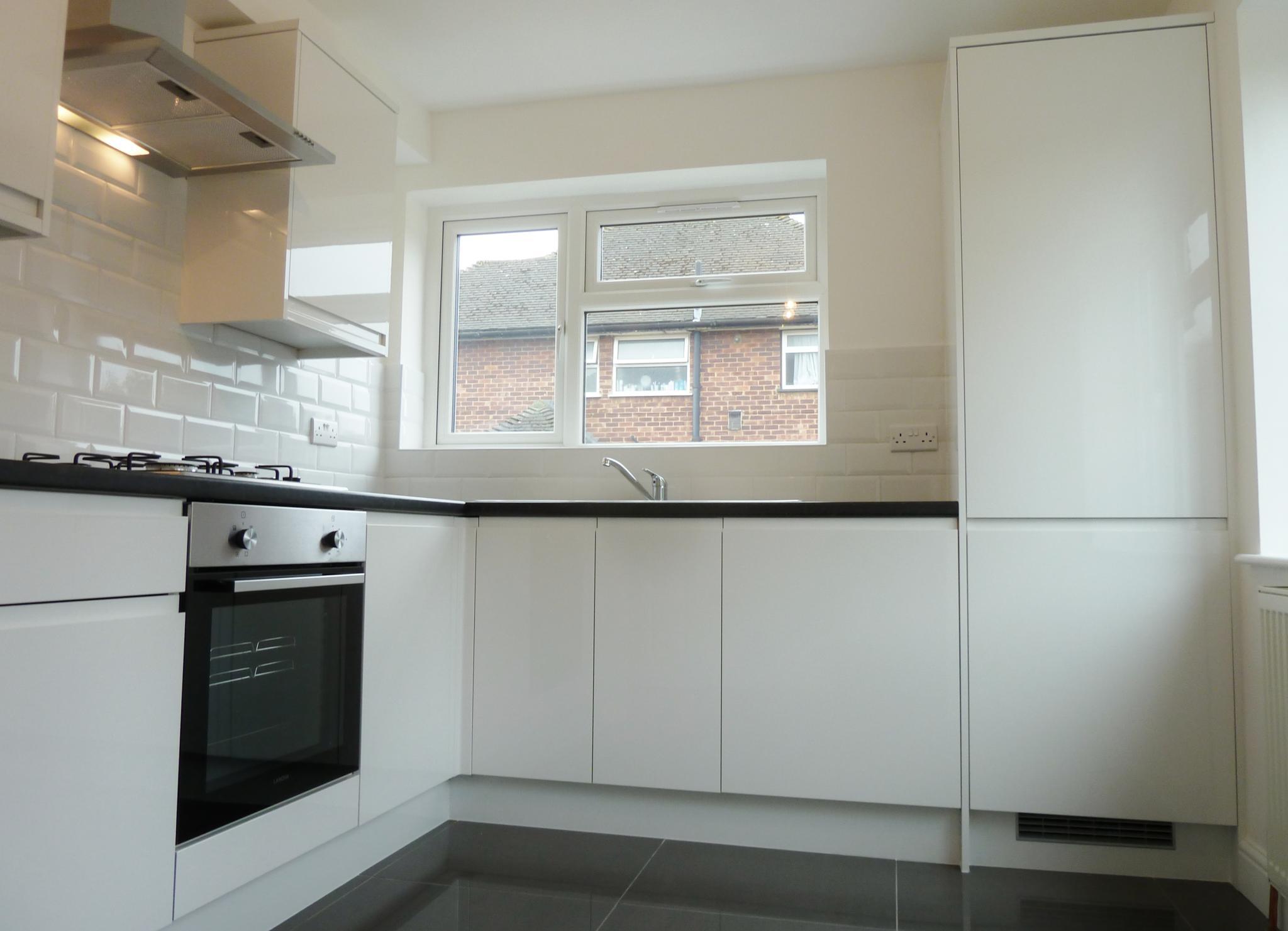 2 bedroom ground floor maisonette flat/apartment To Let in Edgware - Kitchen