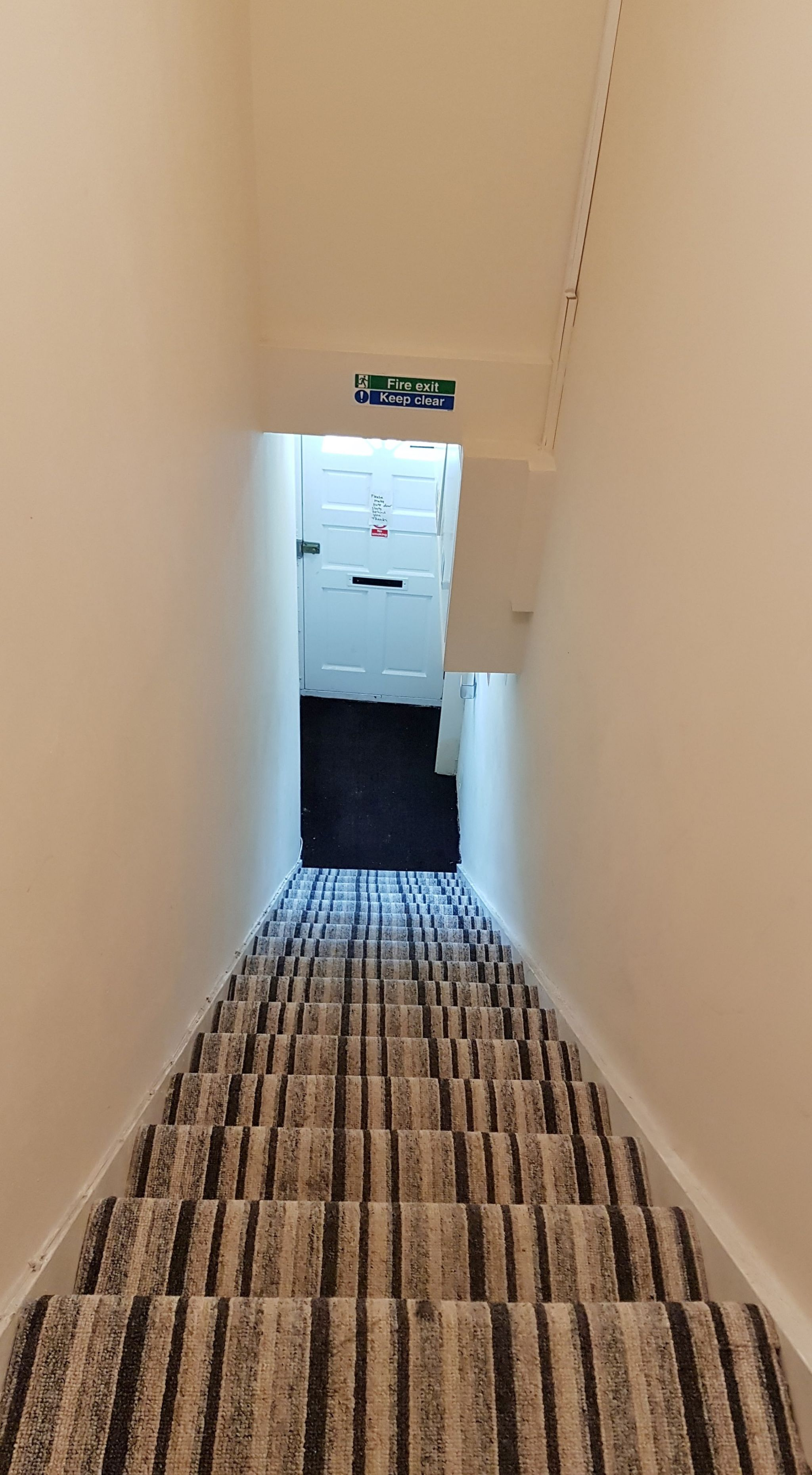 1 bedroom studio flat/apartment Under Offer in Willesden Green - Staircase/Entrance