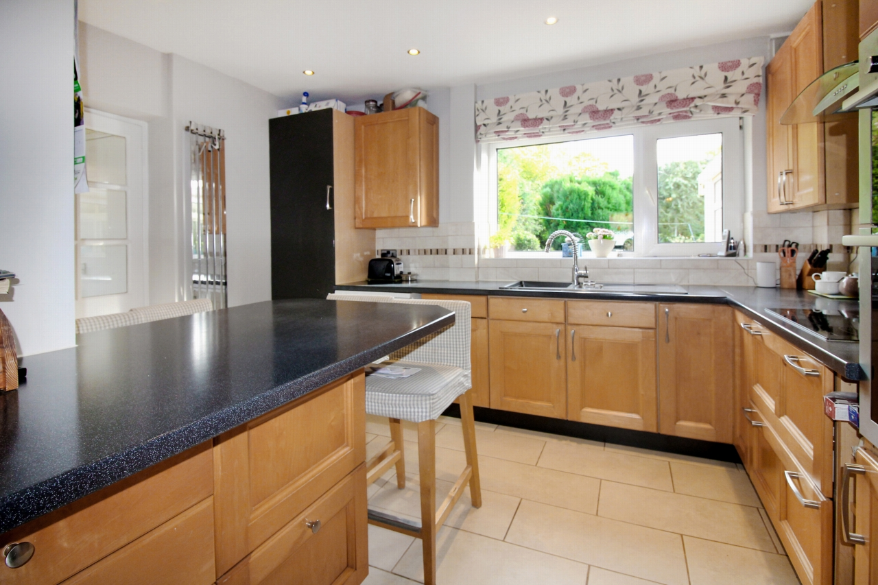 3 bedroom semi-detached house SSTC in Solihull - Photograph 3.
