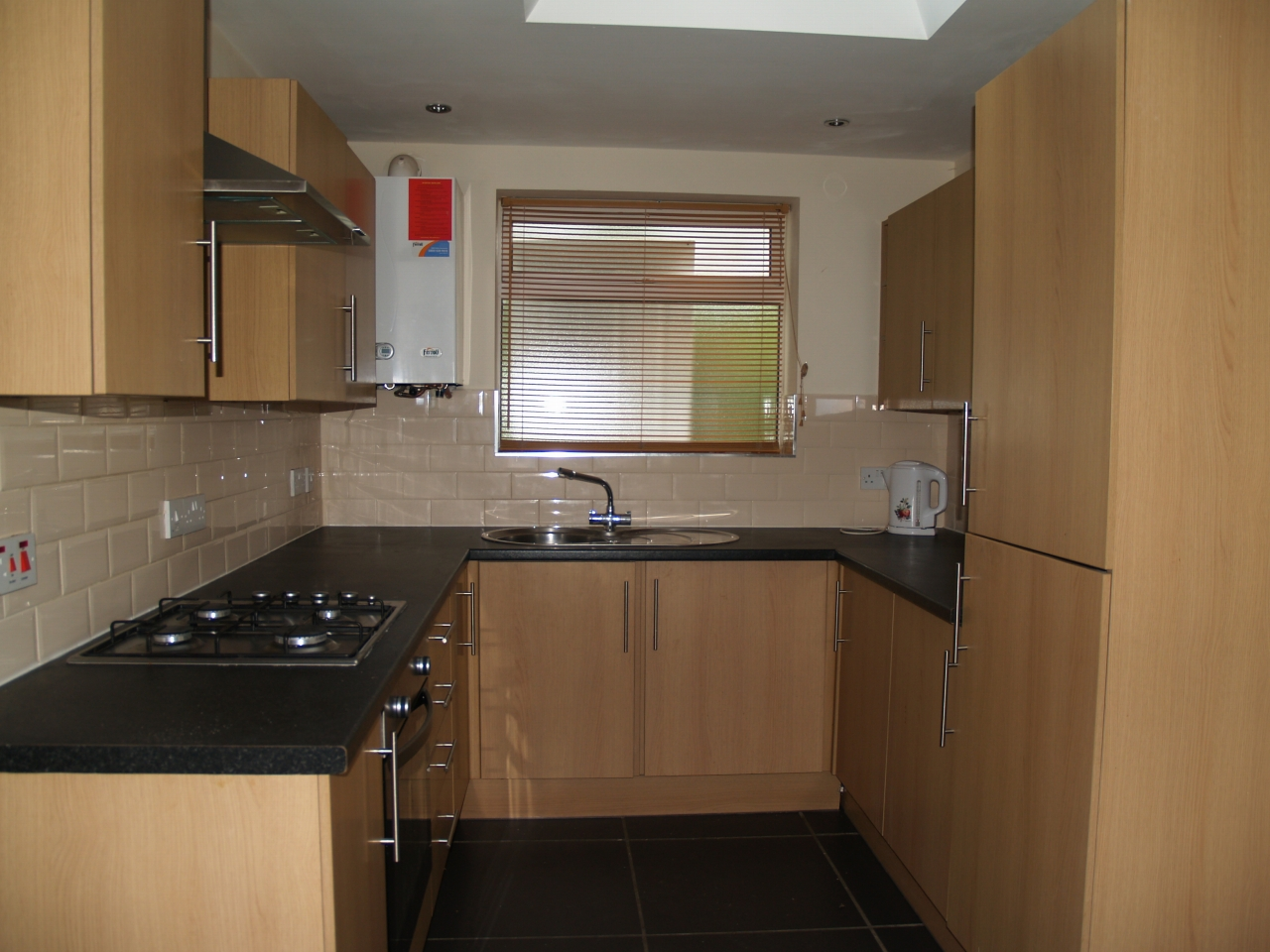 3 bedroom mid terraced house For Sale in Birmingham - Photograph 4.