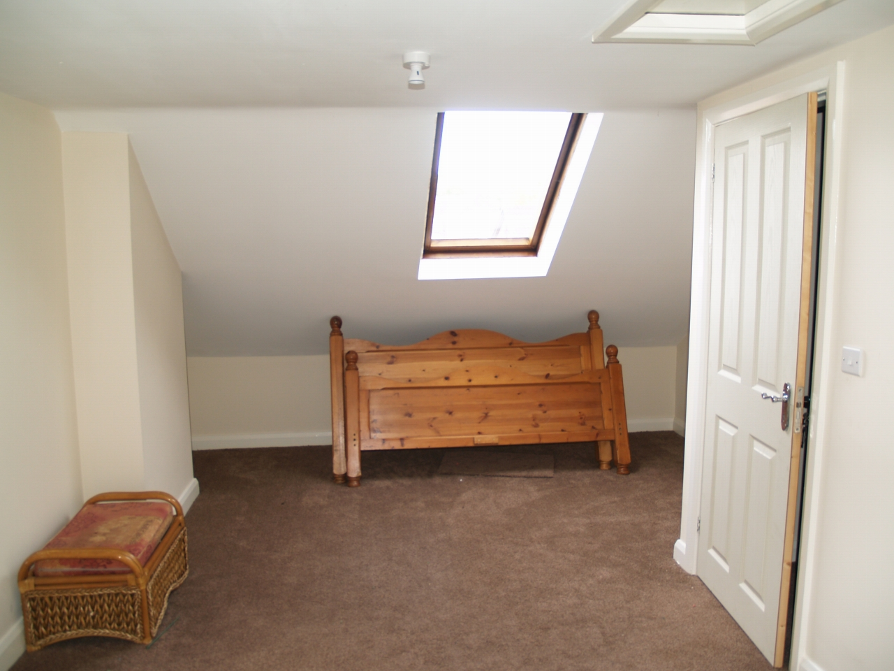 3 bedroom mid terraced house For Sale in Birmingham - Photograph 6.