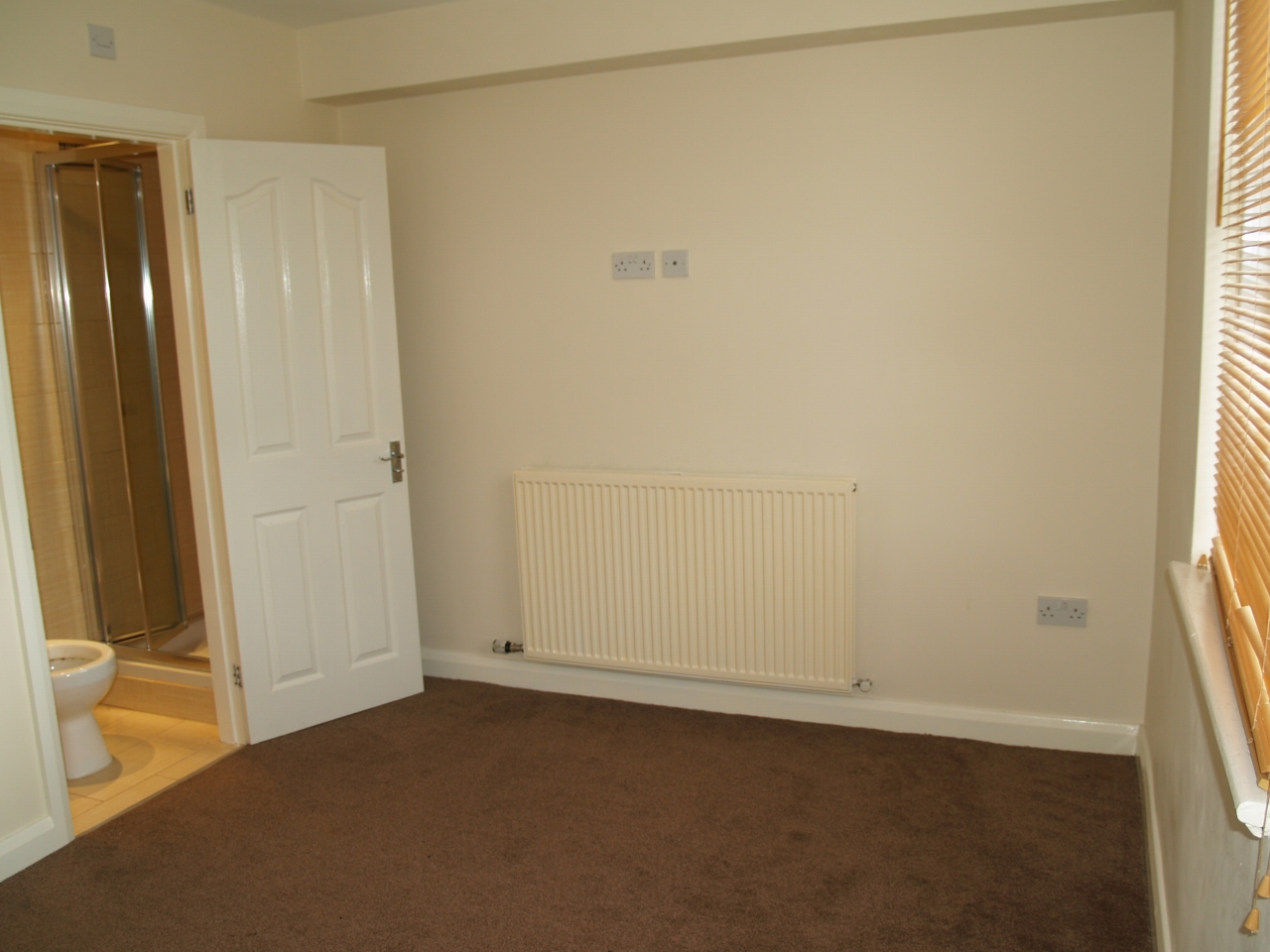 3 bedroom mid terraced house For Sale in Birmingham - Photograph 7.
