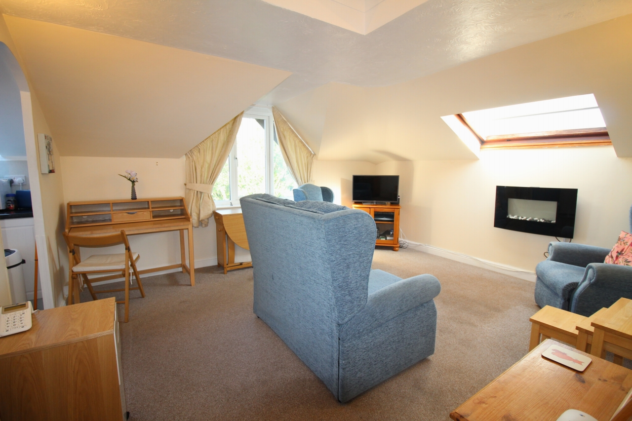 1 bedroom apartment flat/apartment SSTC in Solihull - Photograph 1.