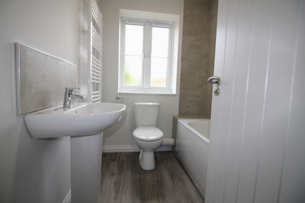 4 bedroom semi-detached house Let Agreed in Birmingham - Photograph 9.