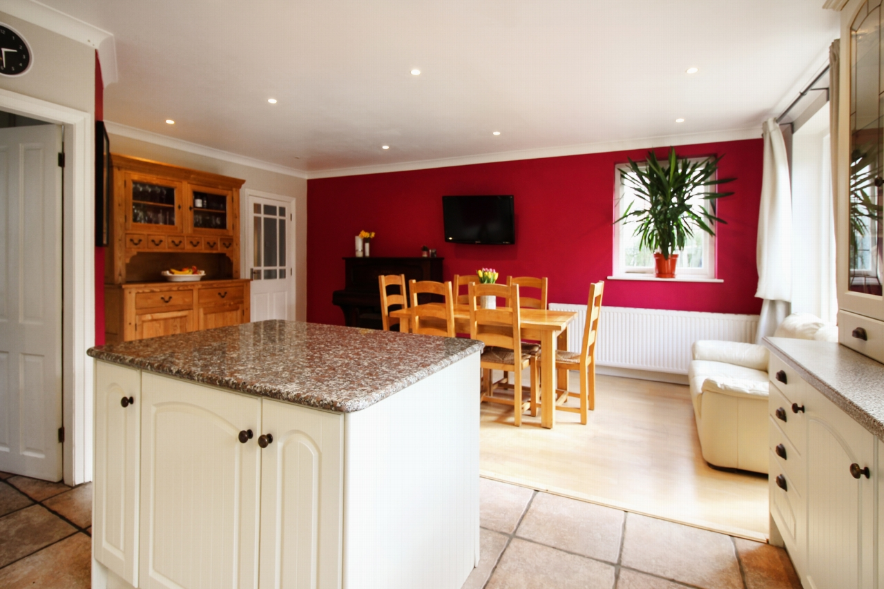 5 bedroom semi-detached house SSTC in Solihull - Photograph 3.