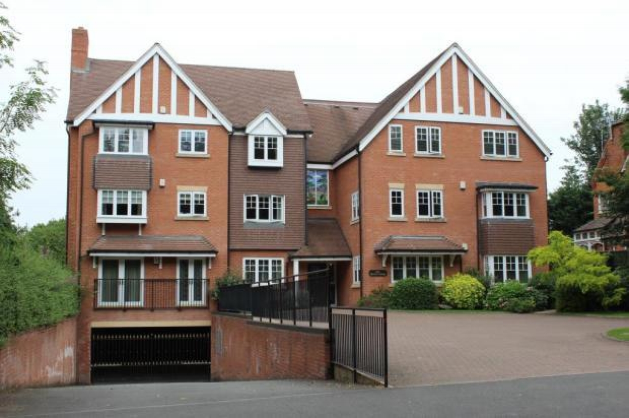 3 bedroom apartment flat/apartment Let Agreed in Solihull - Photograph 1.