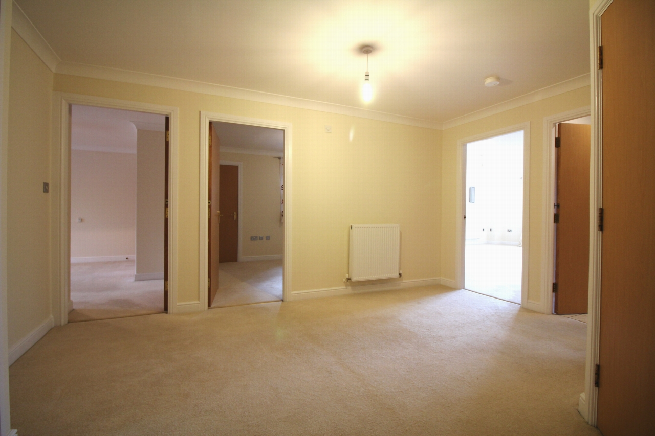 3 bedroom apartment flat/apartment Let Agreed in Solihull - Photograph 2.