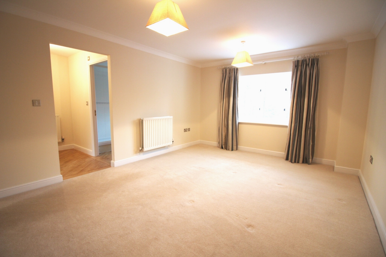 3 bedroom apartment flat/apartment Let Agreed in Solihull - Photograph 5.