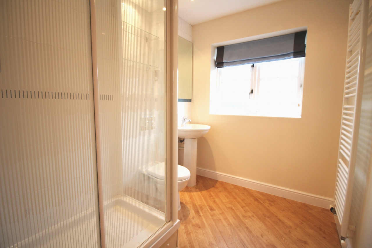 3 bedroom apartment flat/apartment Let Agreed in Solihull - Photograph 7.