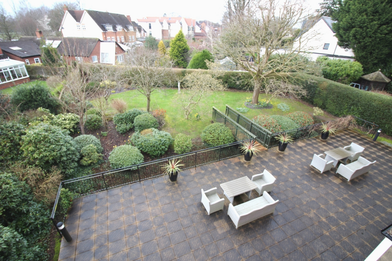 3 bedroom apartment flat/apartment Let Agreed in Solihull - Photograph 12.