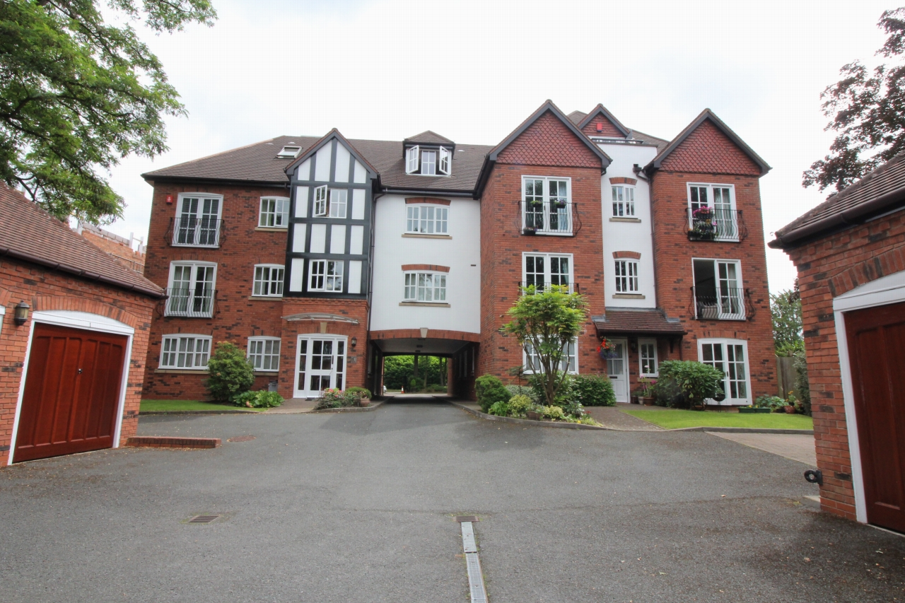 2 bedroom apartment flat/apartment Let Agreed in Solihull - Photograph 1.