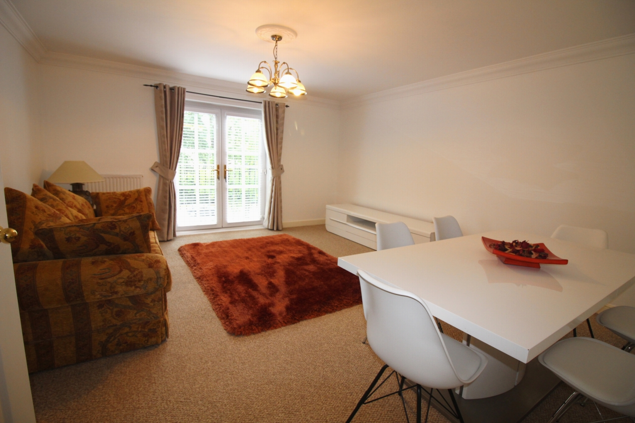 2 bedroom apartment flat/apartment To Let in Solihull - Property photograph.