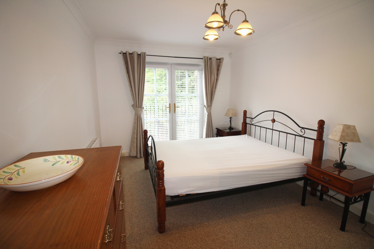 2 bedroom apartment flat/apartment To Let in Solihull - Photograph 5.