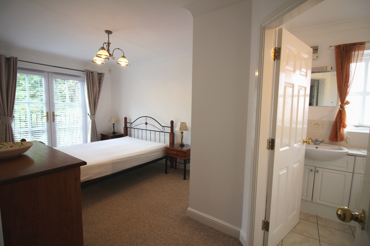 2 bedroom apartment flat/apartment To Let in Solihull - Photograph 4.