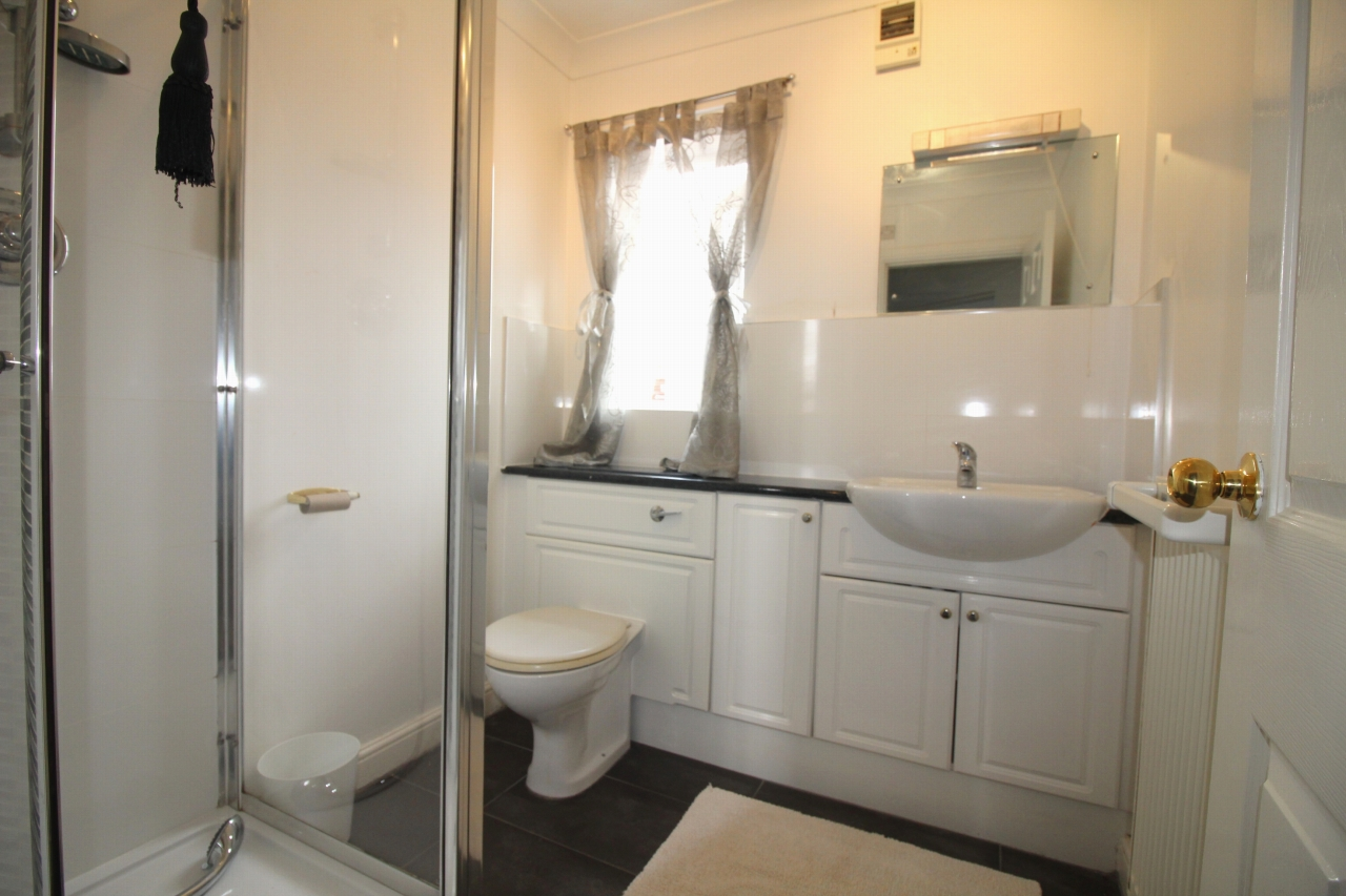 2 bedroom apartment flat/apartment To Let in Solihull - Photograph 8.