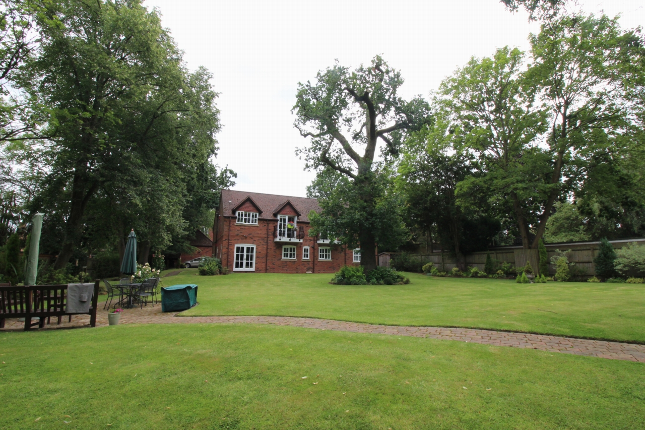 2 bedroom apartment flat/apartment To Let in Solihull - Photograph 11.