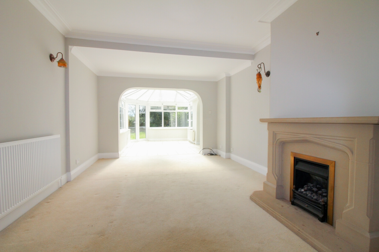 3 bedroom detached house SSTC in Solihull - photograph 6.