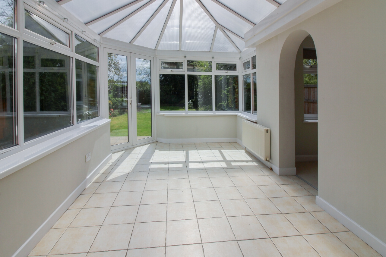 3 bedroom detached house SSTC in Solihull - photograph 7.