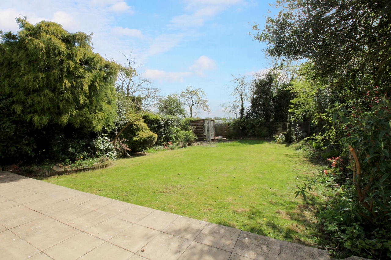 3 bedroom detached house SSTC in Solihull - photograph 9.