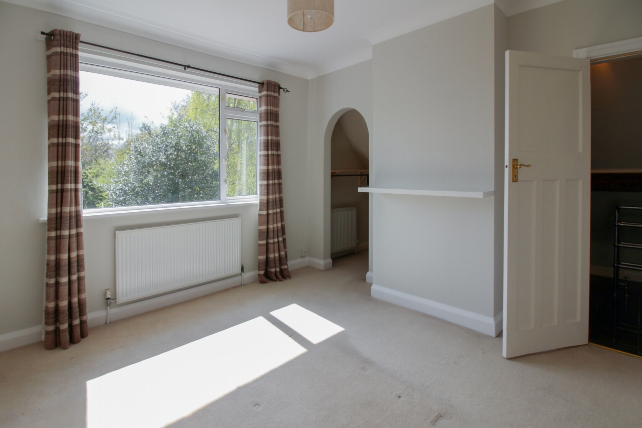 3 bedroom detached house SSTC in Solihull - photograph 11.