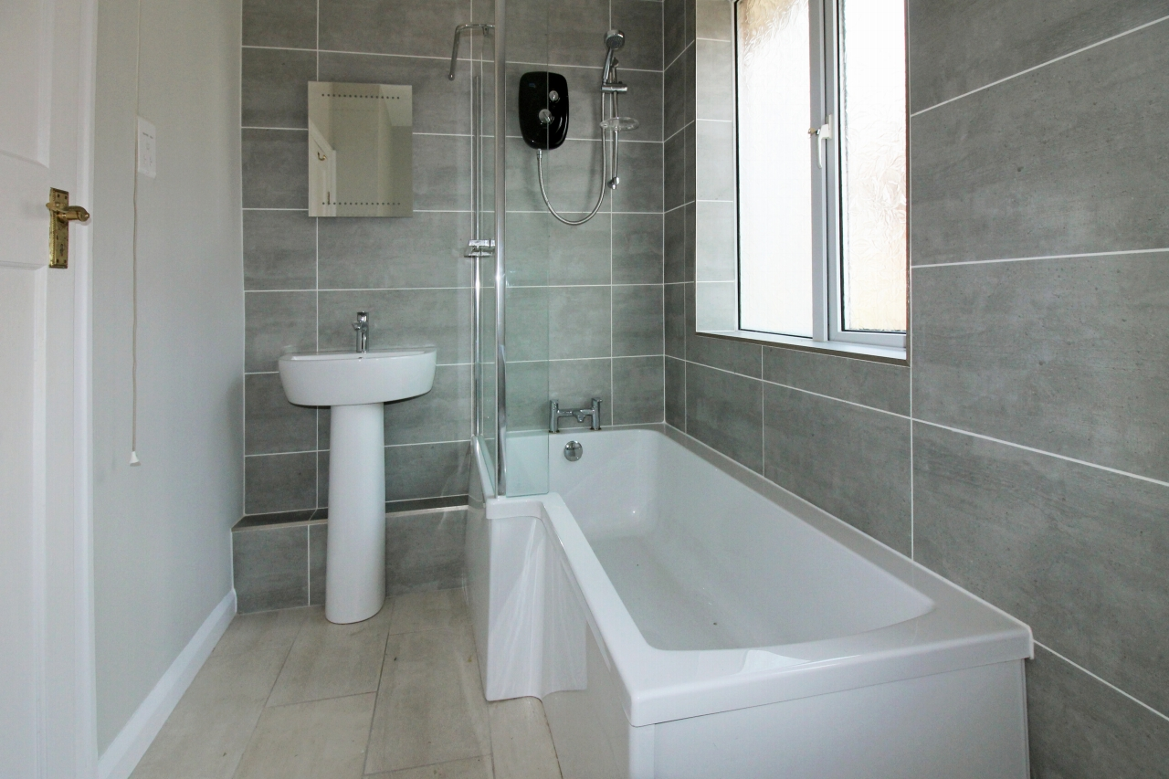 3 bedroom detached house SSTC in Solihull - photograph 16.