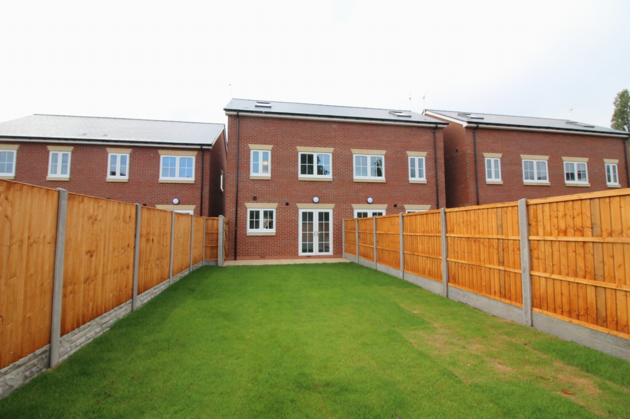 4 bedroom semi-detached house To Let in Birmaingham - Property photograph.