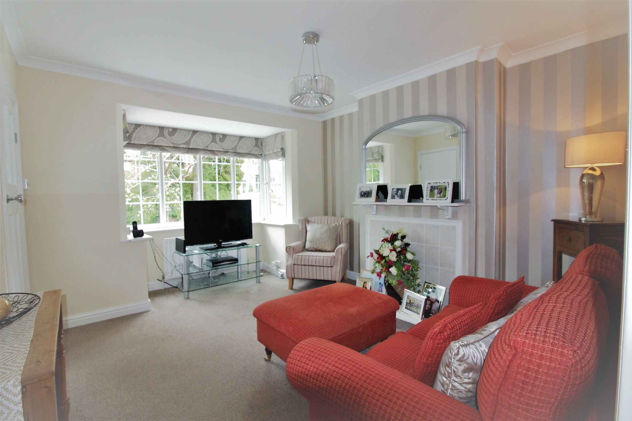 4 bedroom semi-detached house SSTC in Solihull - Photograph 4.