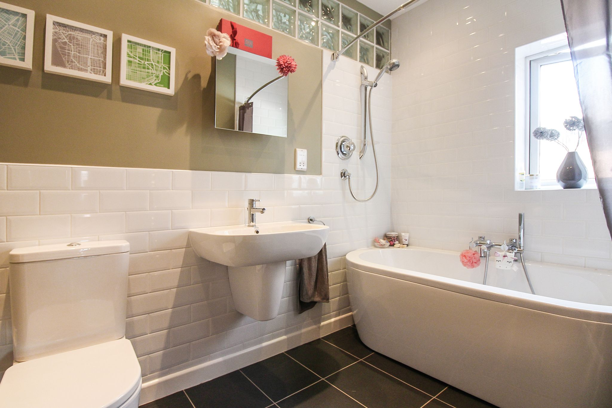 4 bedroom detached house For Sale in Solihull - Photograph 16.