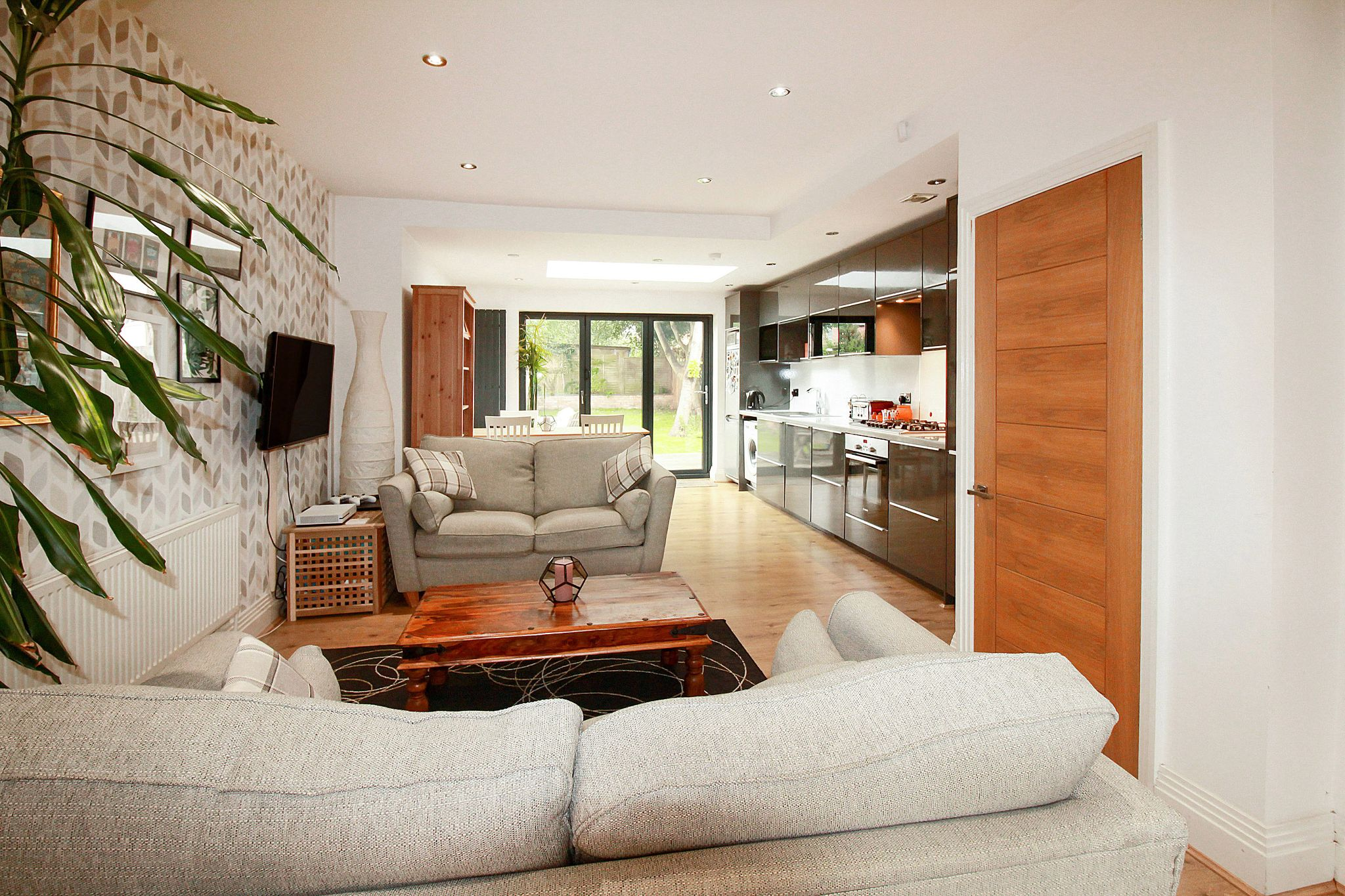 2 bedroom end terraced house For Sale in Solihull - Photograph 4.