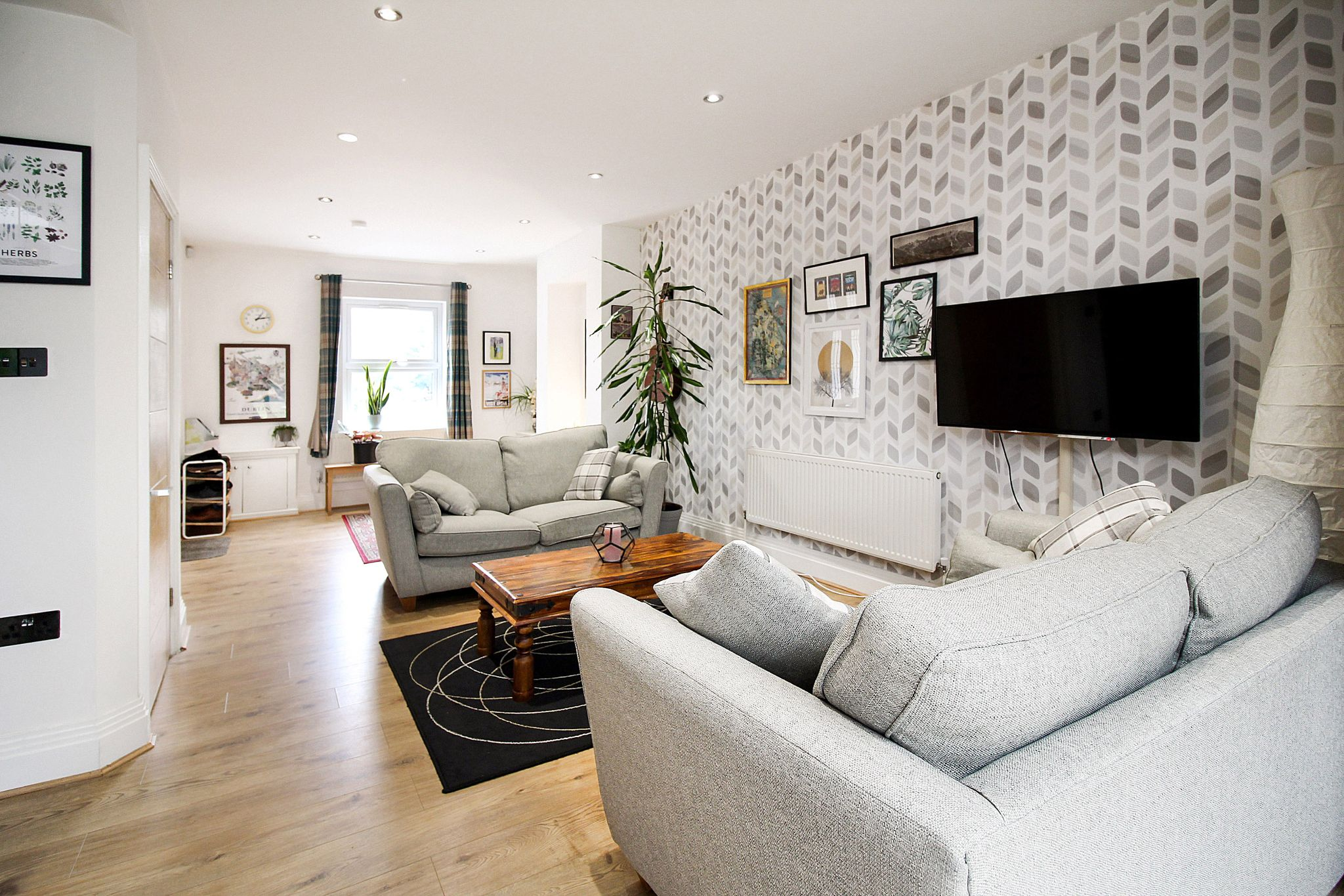 2 bedroom end terraced house For Sale in Solihull - Photograph 3.