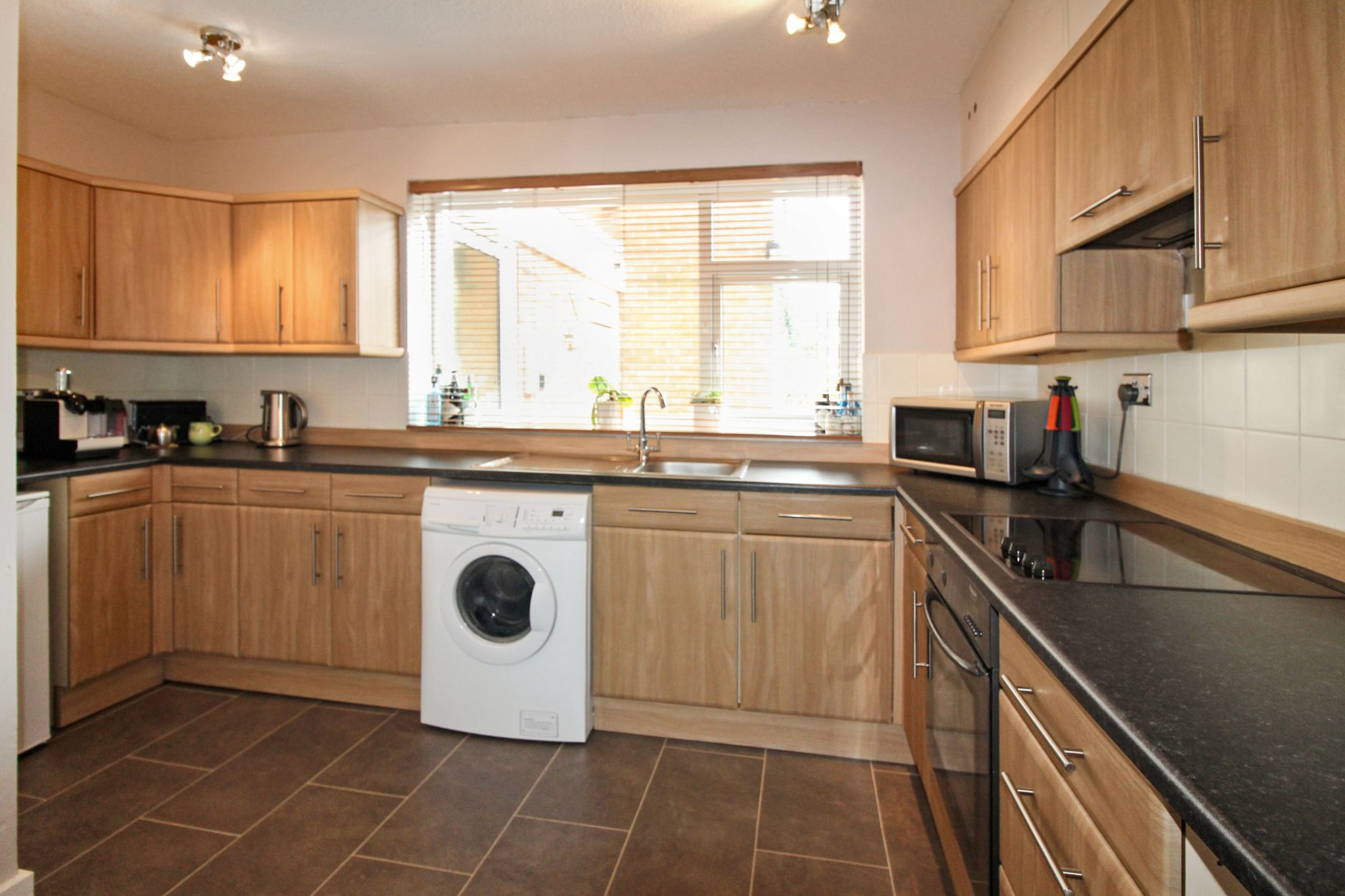 2 bedroom ground floor flat/apartment For Sale in Solihull - Photograph 3.