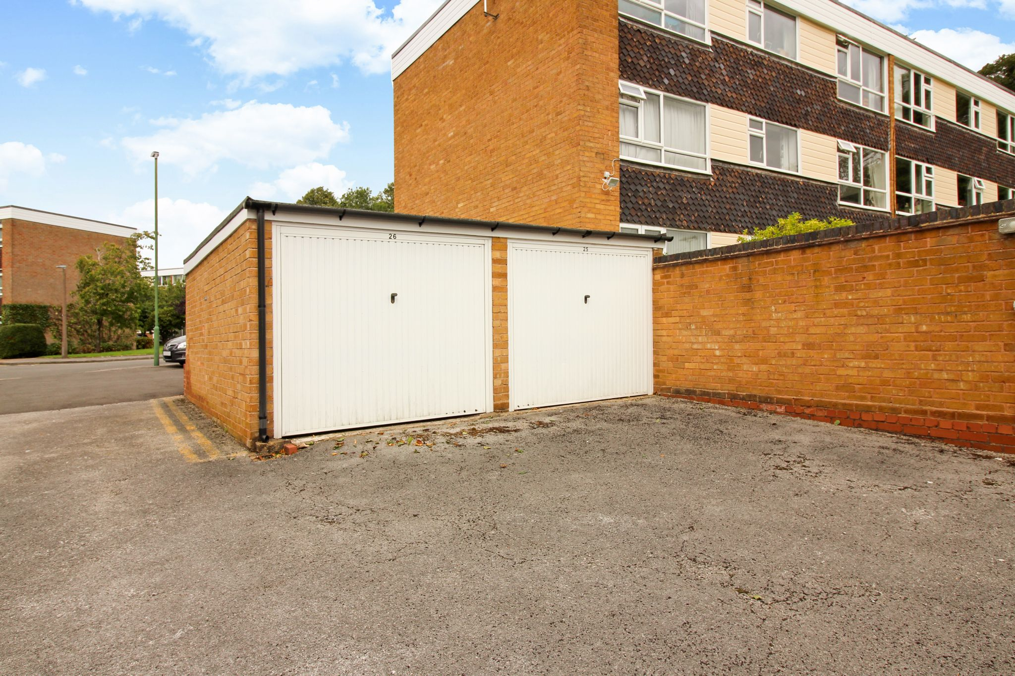 2 bedroom ground floor flat/apartment For Sale in Solihull - Photograph 14.