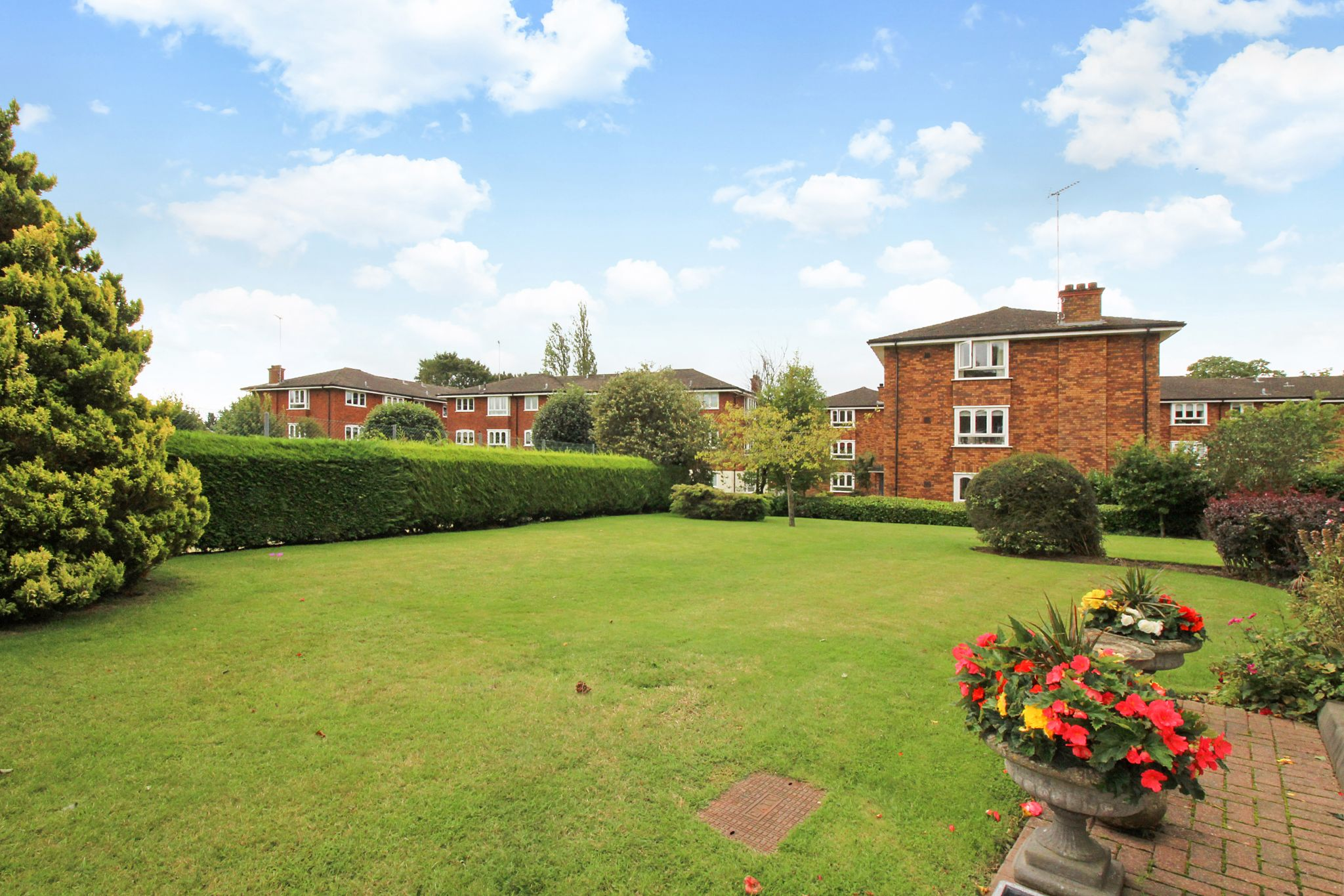 2 bedroom ground floor flat/apartment For Sale in Solihull - Photograph 13.