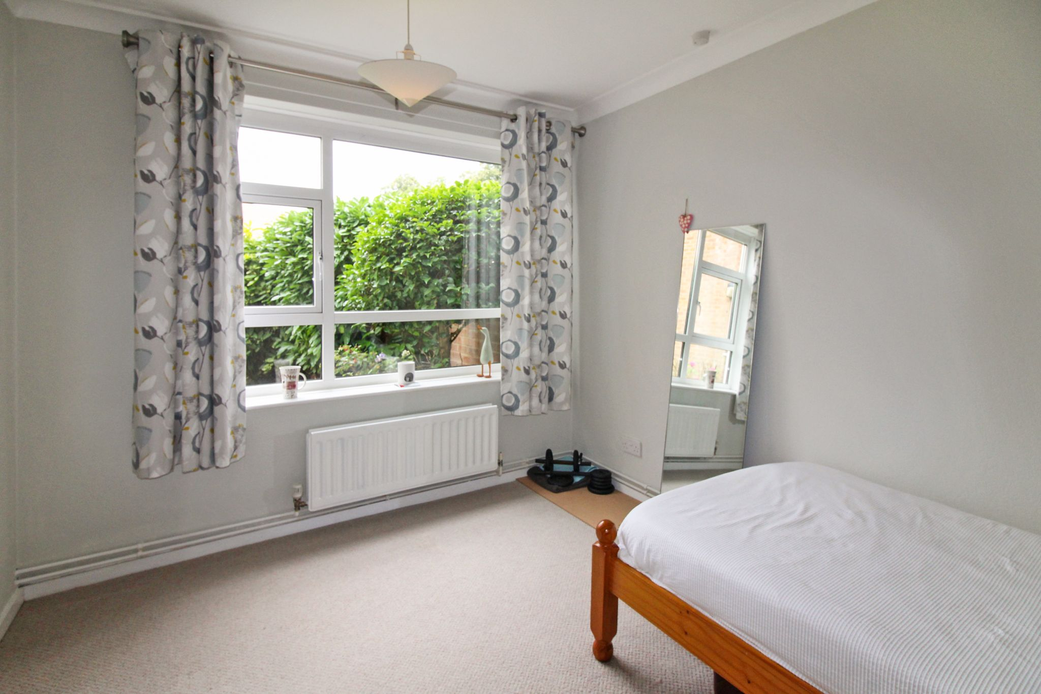 2 bedroom ground floor flat/apartment For Sale in Solihull - Photograph 8.