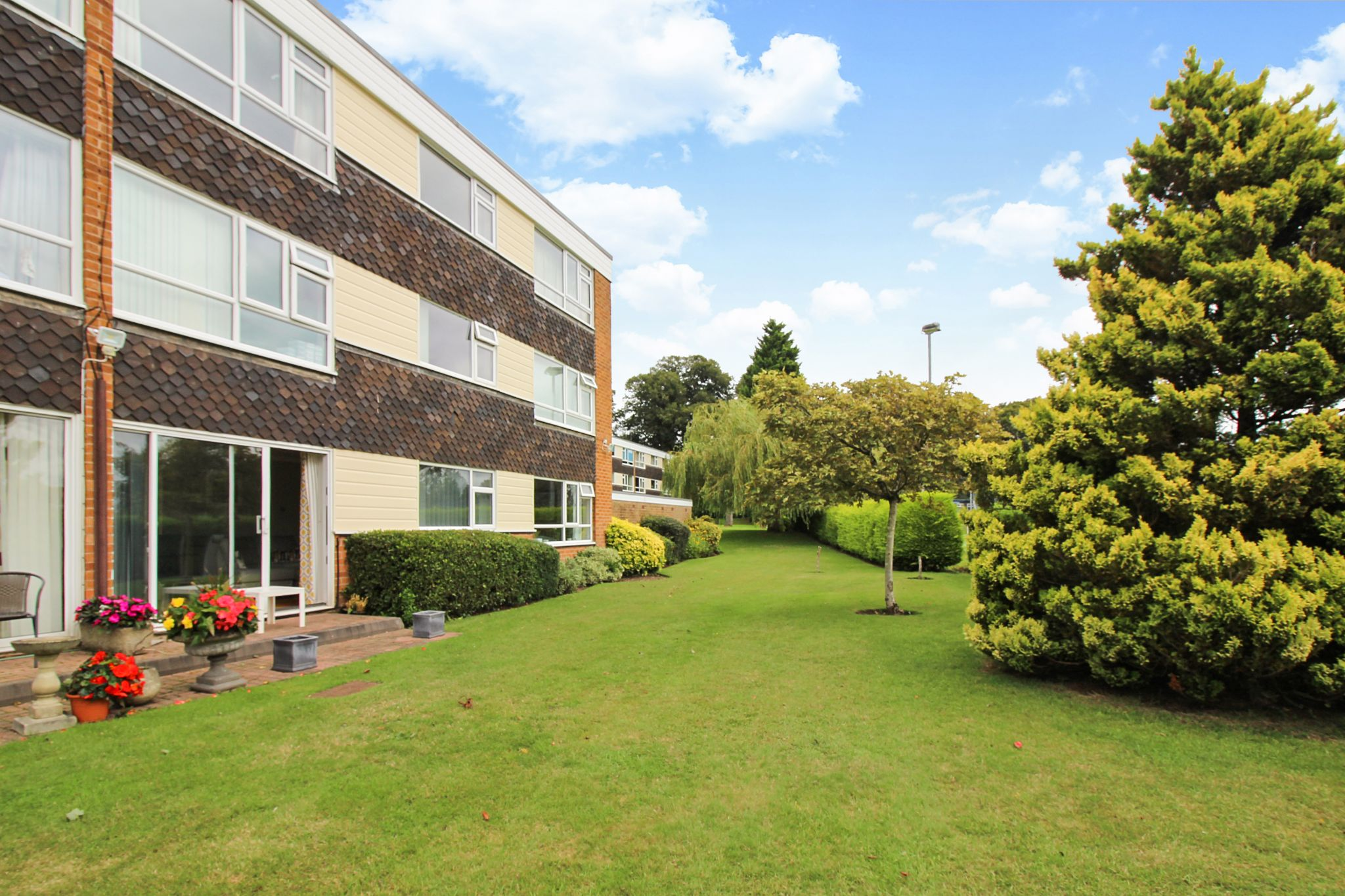 2 bedroom ground floor flat/apartment For Sale in Solihull - Photograph 11.
