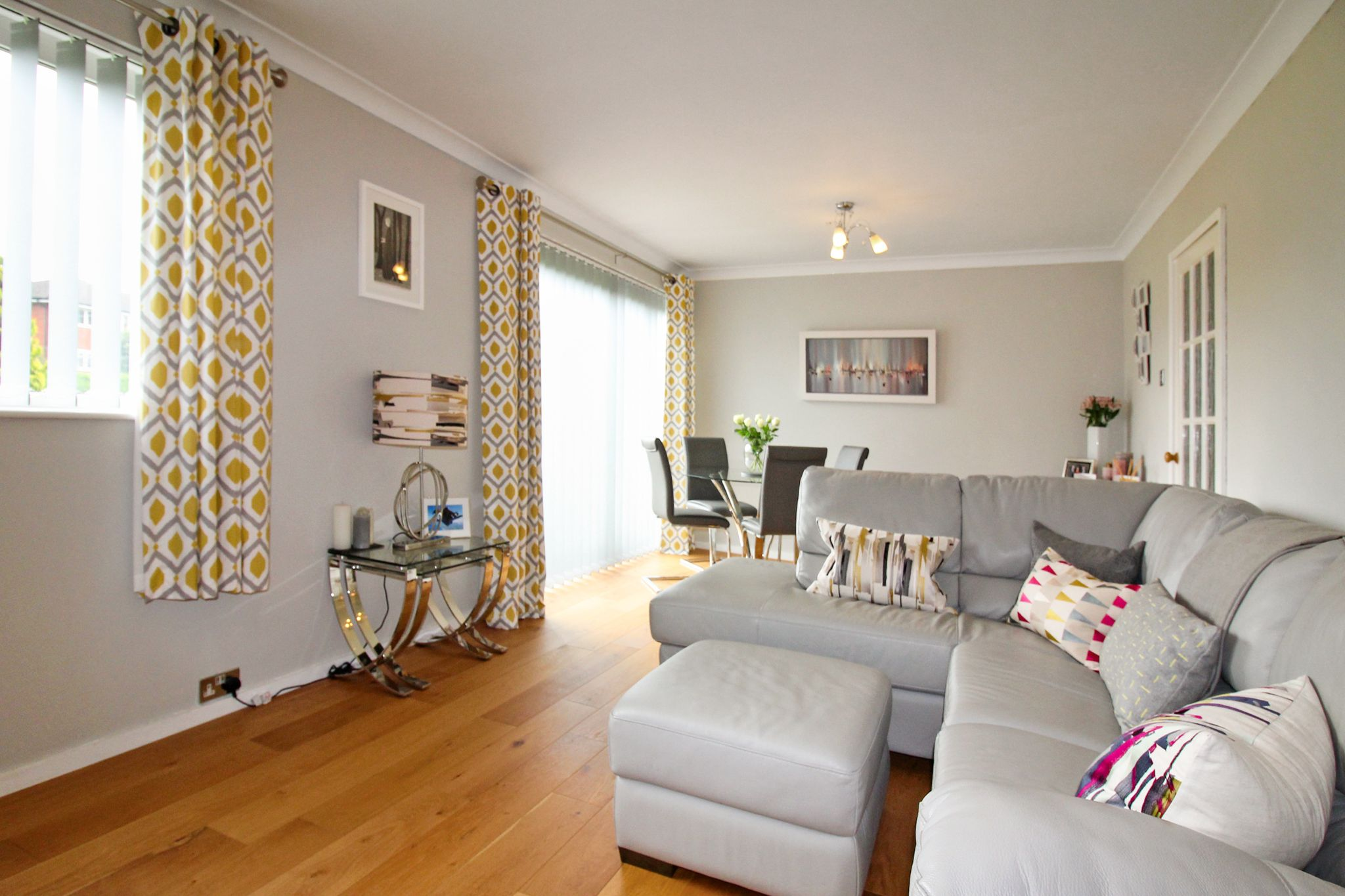 2 bedroom ground floor flat/apartment For Sale in Solihull - Photograph 2.