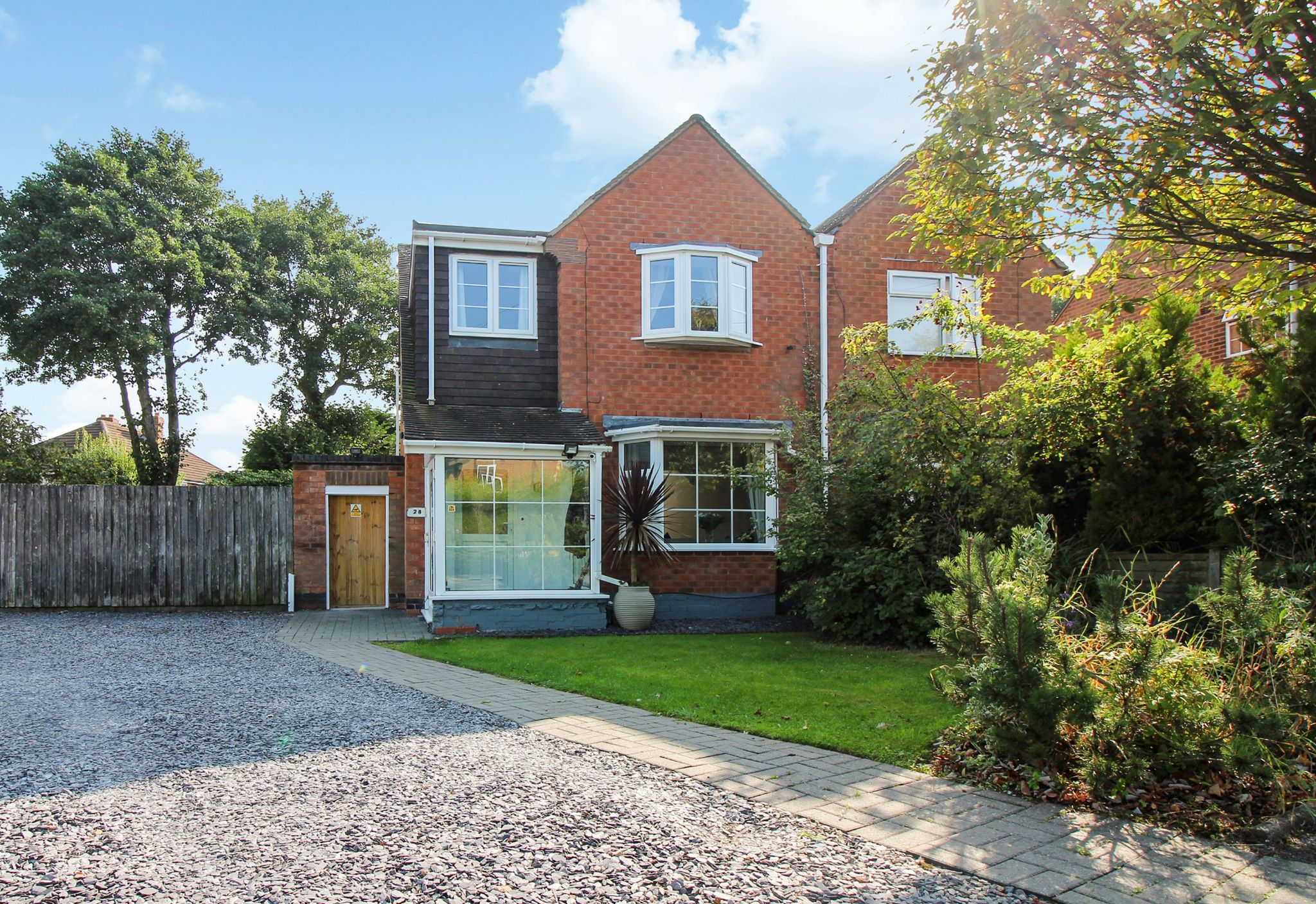 3 bedroom semi-detached house For Sale in Solihull - Property photograph.