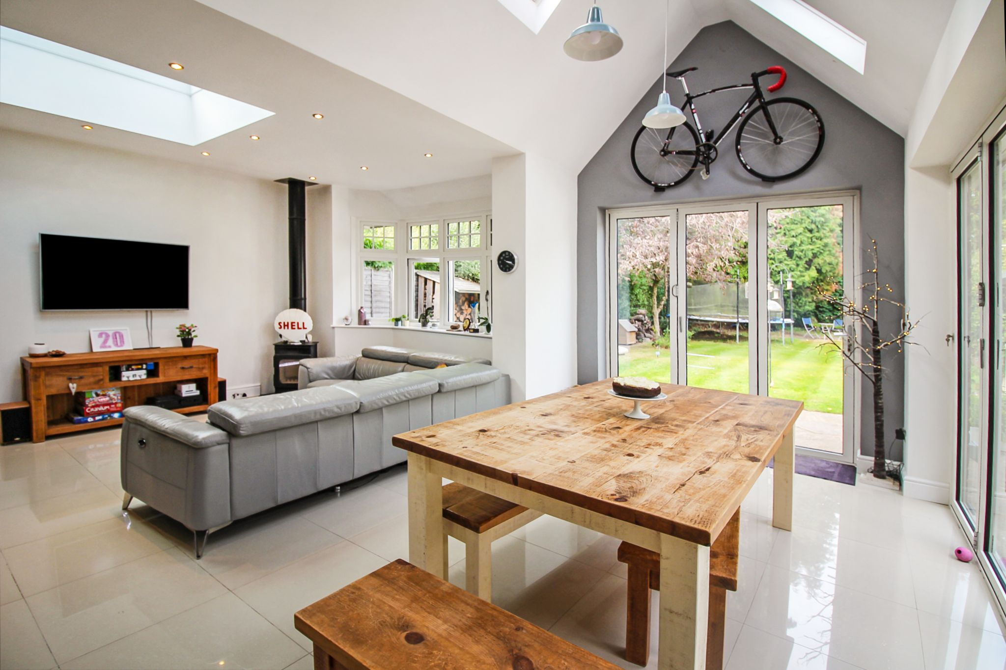 5 bedroom detached house For Sale in Solihull - Photograph 4.