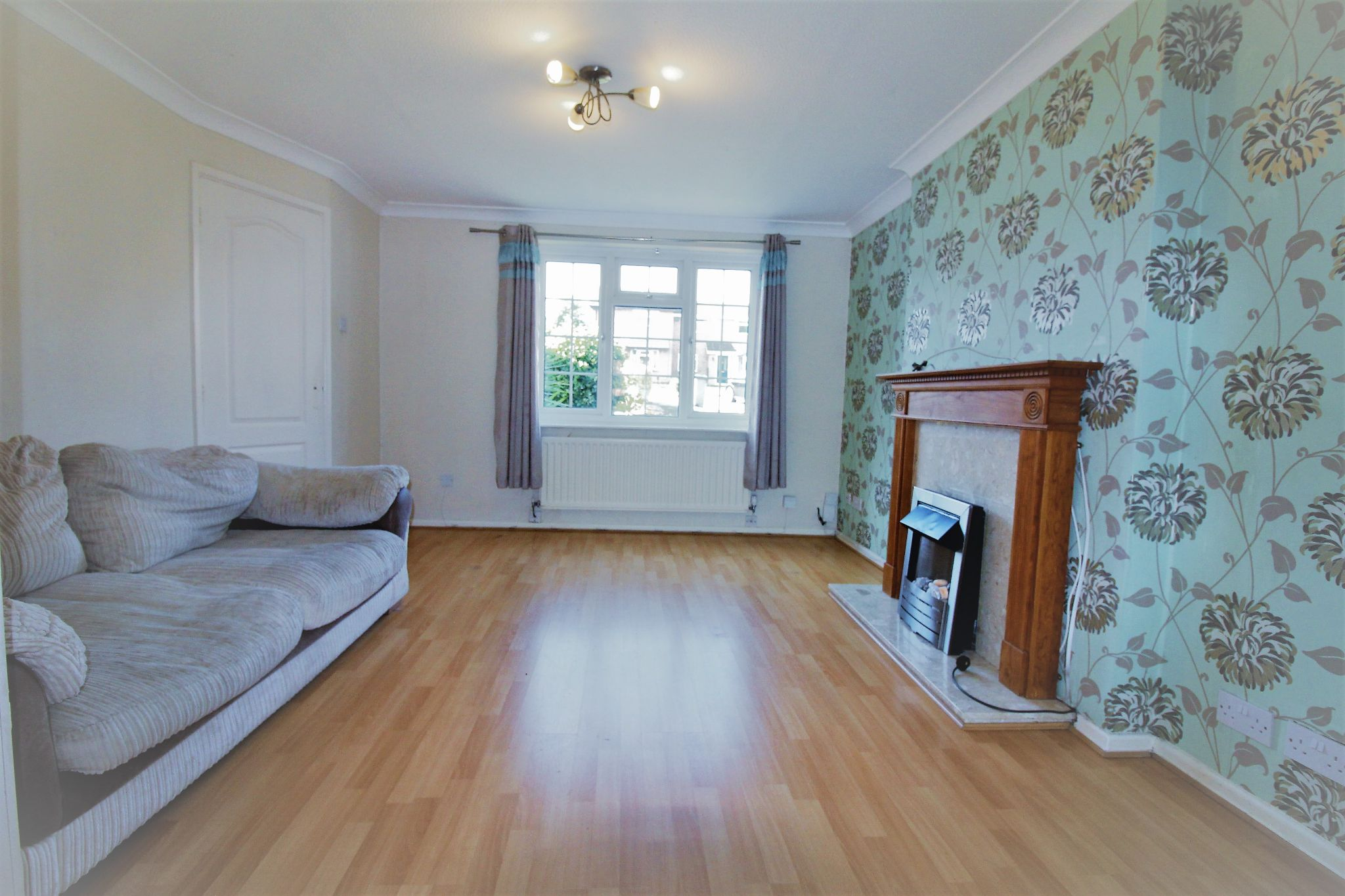 3 bedroom semi-detached house Let Agreed in Solihull - Photograph 2.